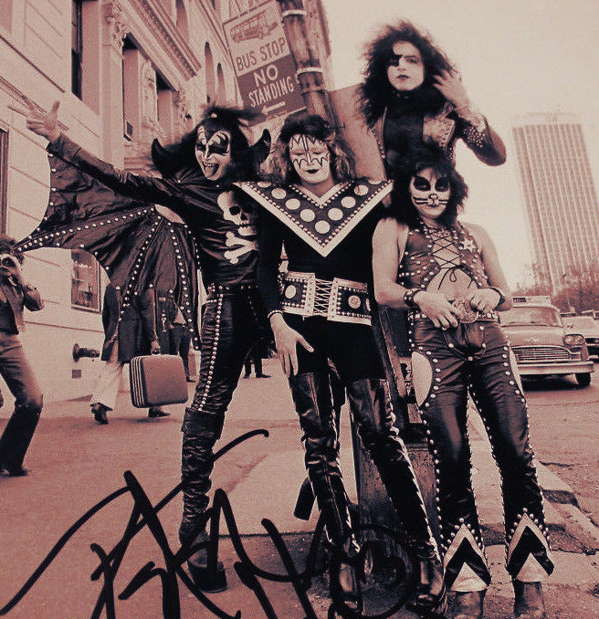 Kiss_in_Central_Park_(1974)_FK